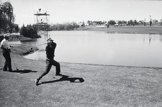 tommy bolt throwing golf club