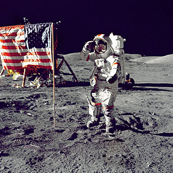 Neil-Armstrong-american-flag